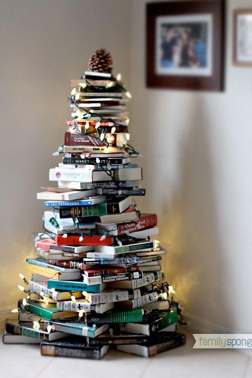 Χριστουγεννιάτικη διακόσμηση στο σπίτι - Δέντρο από βιβλία
