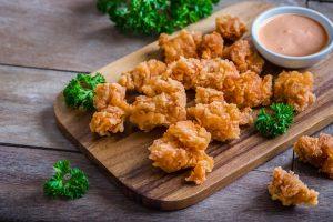 Μπουκιές κοτόπουλου με sauce γιαουρτιού