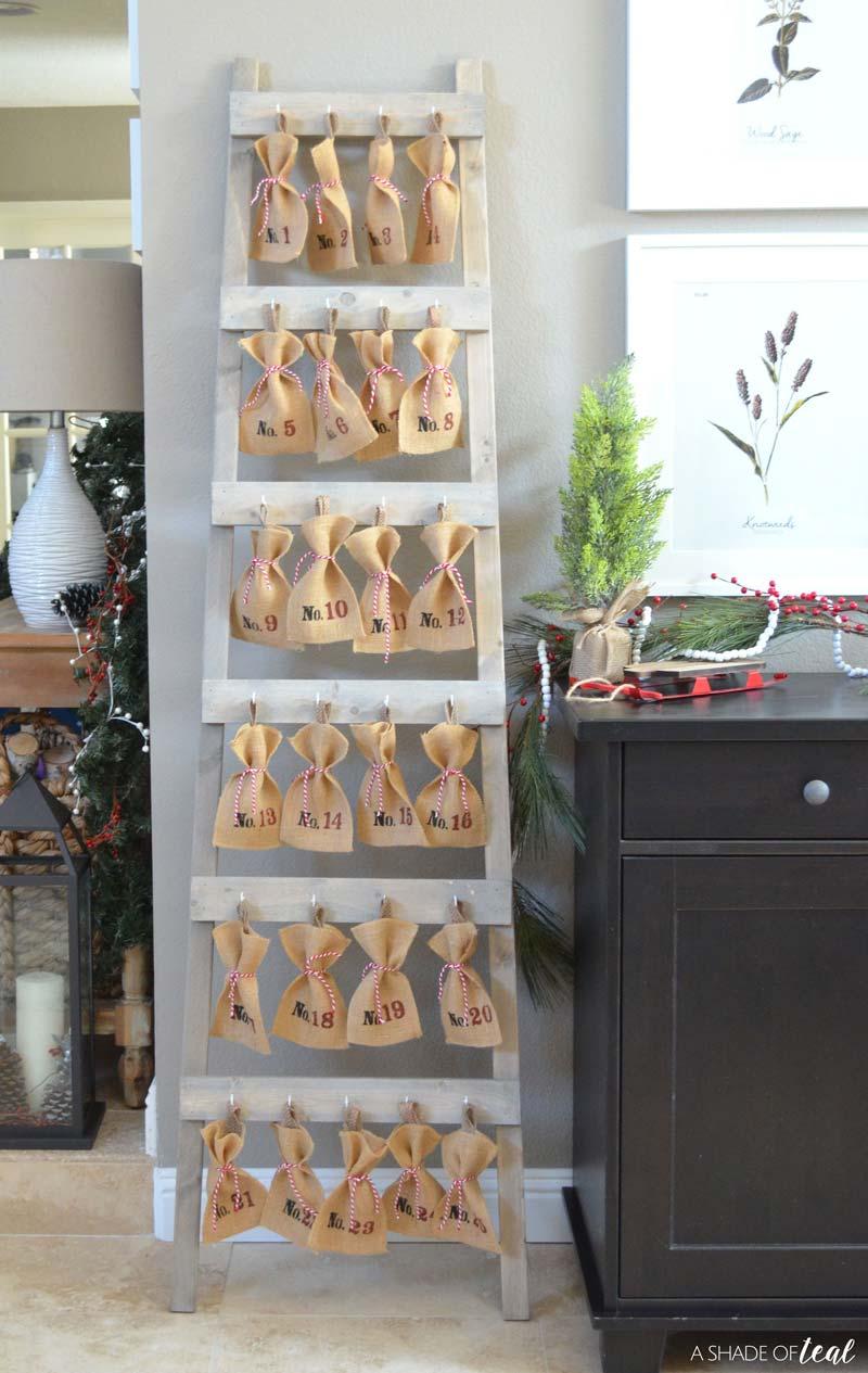 Χριστουγεννιάτικη διακόσμηση στο σπίτι - Σκάλα-ημερολόγιο